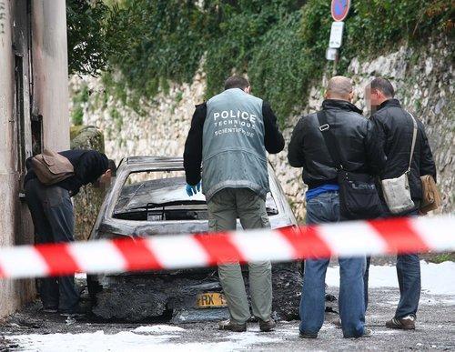 La bijouterie Ferret à Cap 3000 braquée en novembre 2010. Le commando, coursé par la police, avait incendié son véhicule à Nice.