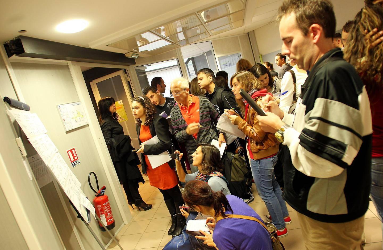 Il y a foule, depuis ce mercredi matin, à l'agence Pôle Emploi de Menton.