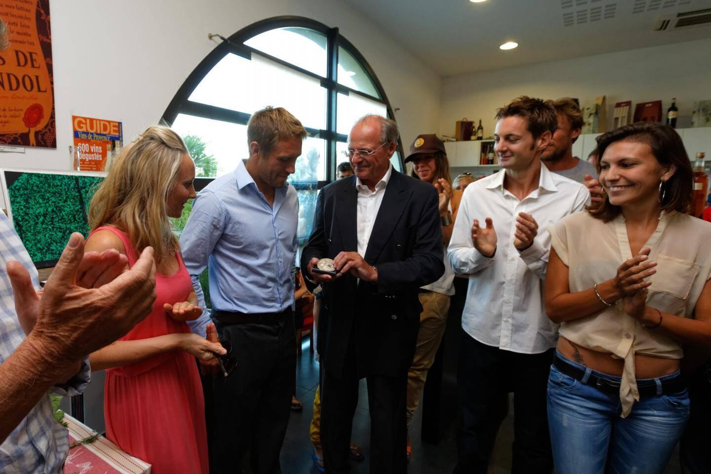 Jonny Wilkinson avec sa compagne et désormais femme Shelley Jenkins, lors d'une réception en son honneur à Bandol en août dernier.