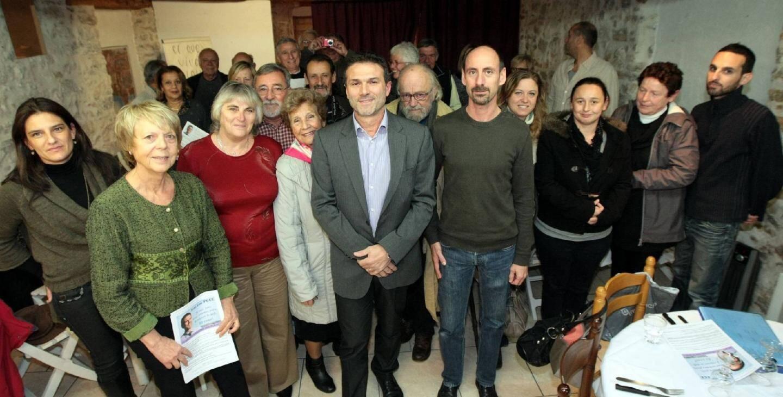 Jean-Lou Pece et son équipe sur le mode du banquet républicain, vendredi, au siège de campagne, 48 avenue Georges-Clemenceau.