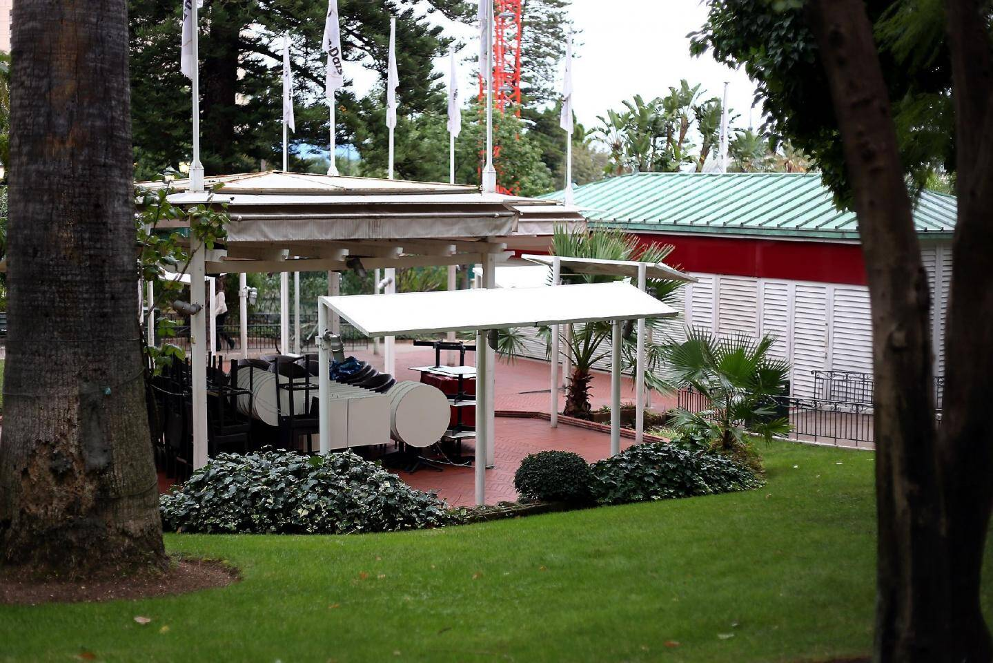 Implanté depuis 1991, le glacier Häagen Dazs met un point final à l'exploitation de son magasin, dans la galerie et son kiosque avec terrasse dans les jardins.