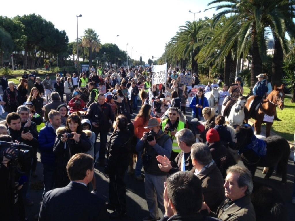 Manifestation equitaxe promenade des anglais nice 131201