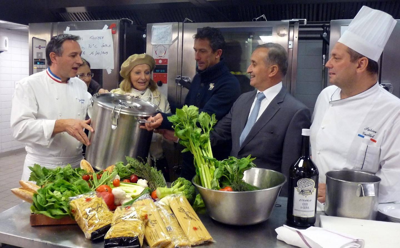 Pour Stéphane Brancato, directeur du Café de Paris , « donner, c'est la moindre des choses » .