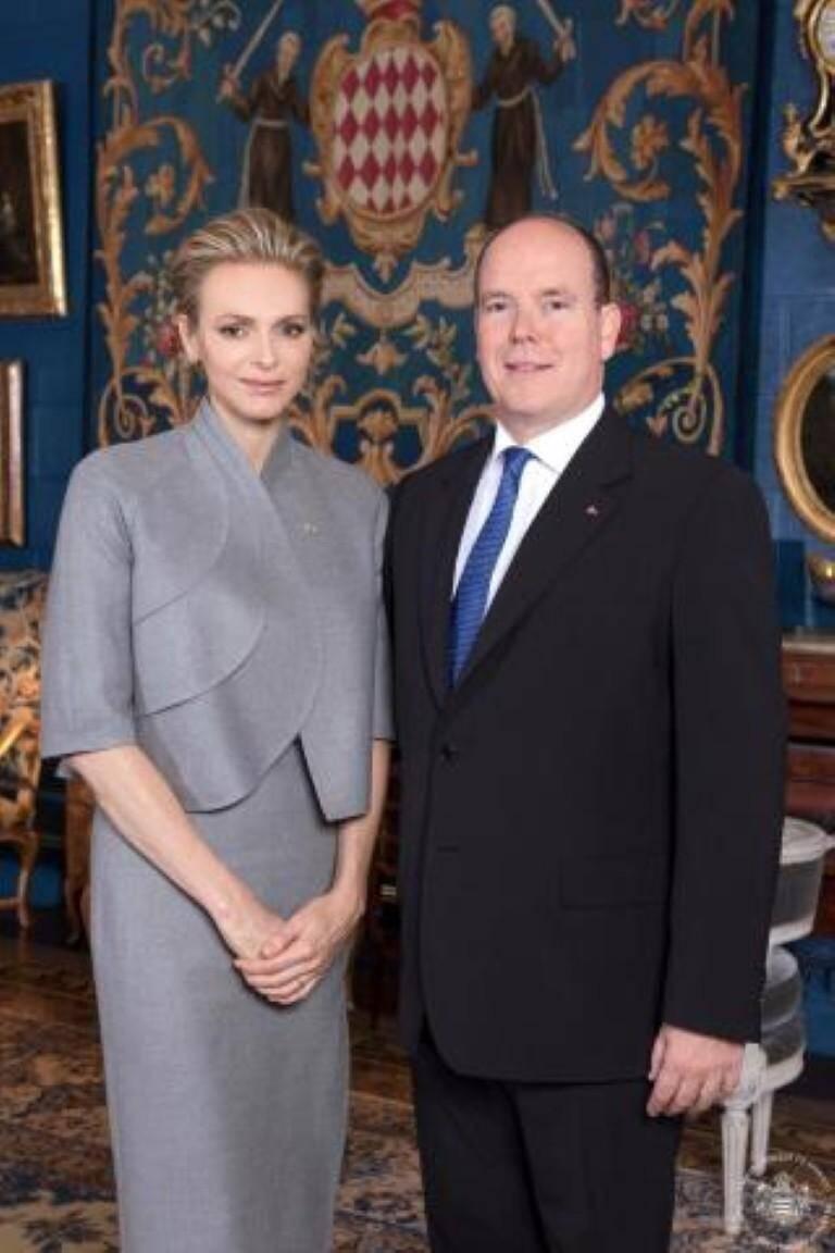 Photo officielle du prince Albert II et de la princesse Charlène.
