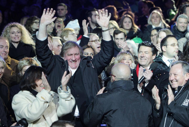 Gérard Depardieu en grande forme au carnaval de Nice