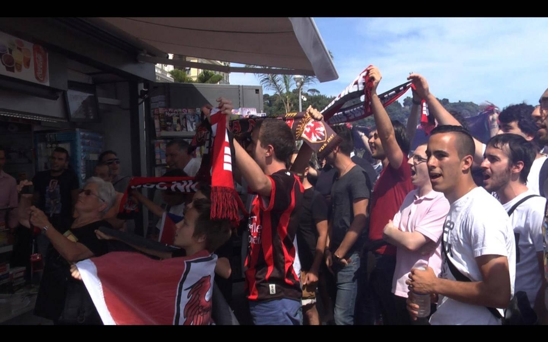 Les supporters niçois de la Selecioun ont donné de la voix devant l'écran géant qui retransmettait la demi-finale, remportée 3 à 0 contre l'Ossétie Sud.