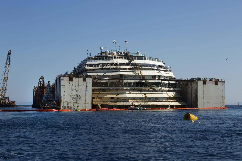 l'arrivée sur la terre ferme du Costa Concordia à Gênes est prévue dimanche