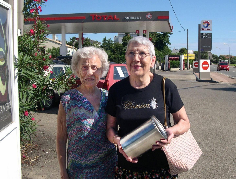 Paulette et Comtesse de retour à l'hôtel avec leur curieuse découverte.
