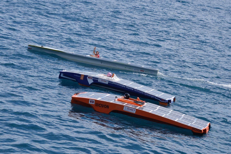 trois bateaux solaires