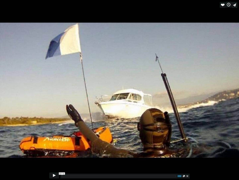 Plongeurs et plaisanciers : - 26473539.jpg