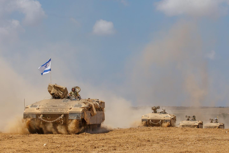Des chars israéliens de retour de Gaza, vendredi 4 août dans le sud d'Israël.