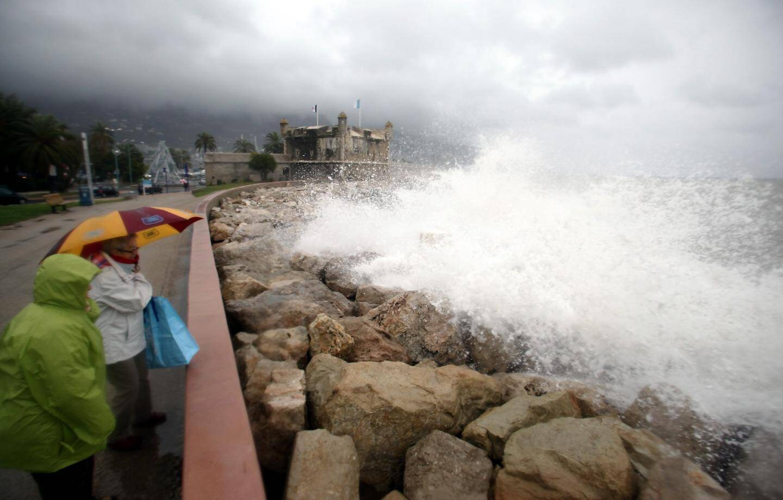 Coup de mer et forte houle à Menton pendant la tempête Dirk en décembre 2013