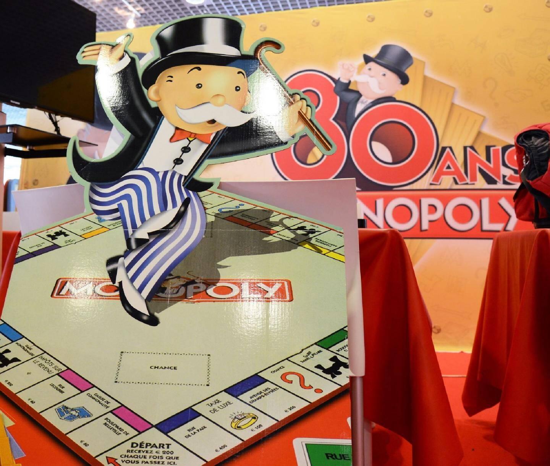 Au Festival international de Cannes, Papy Monopoly fête ses 80 ans, mais il ne connaît ni la crise ni la banqueroute. Les jeux de société ont su se renouveler pour ne pas se faire overgamés !