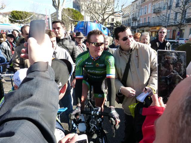 Deuxième étape du Tour du Haut Var Matin, ce dimanche, au départ de Draguignan. L'occasion pour les amoureux de la petite reine de rencontrer leurs champions, à l'image de Thomas Voeckler.