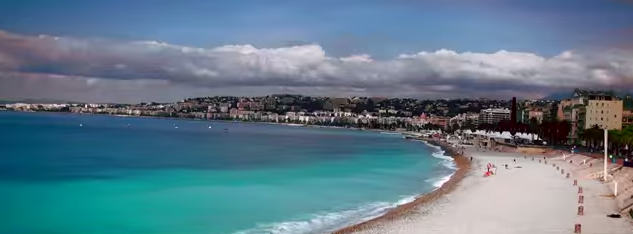 Les images des drones survolant Nice
