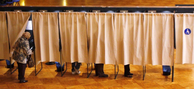 Les différents éléments utiles pour le jour du vote (isoloirs, urnes) vont être installés à partir d'aujourd'hui dans la grande salle de l'espace Léo Ferré.