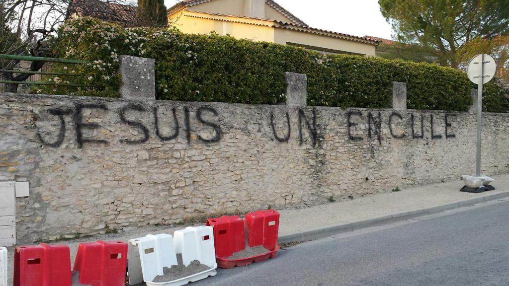 Photo Twitter Christophe Castaner tag injurieux 150313-1