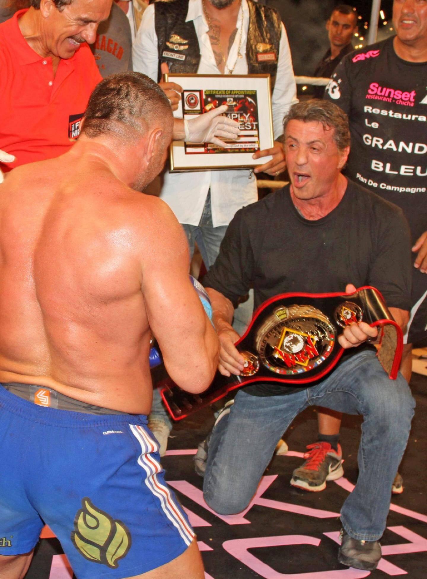 Sylvester Stallone sera-t-il aussi surexcité lors du tournage tropézien de « Rocky 7 » qu'au moment de la remise de la ceinture de champion à Jérôme Le Banner en 2013 ? Aucun doute : à La Citadelle, « Sly » est dans son élément.