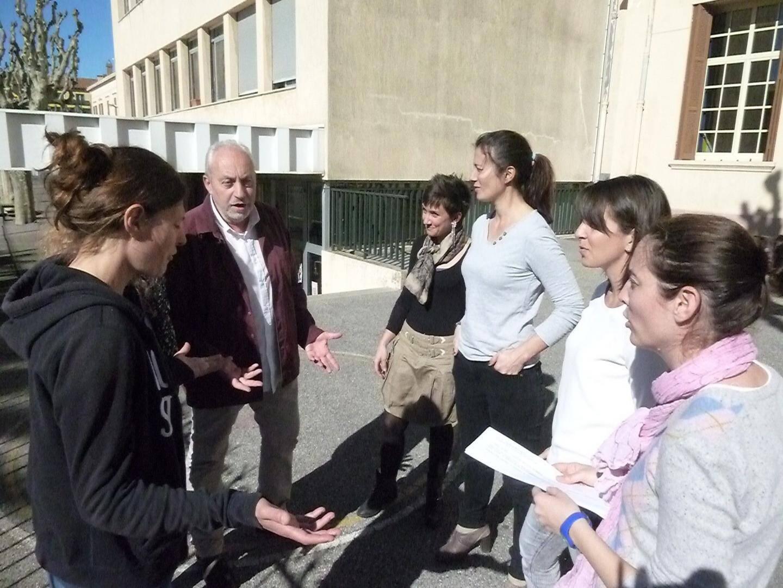 Le directeur et les enseignants de l'école Daudet inquiets.