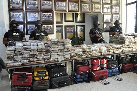En mars 2013, les autorités dominicaines avaient annoncé la saisie de 700 kilos de cocaïne à bord d'un Falcon 50 à destination de Saint-Tropez.