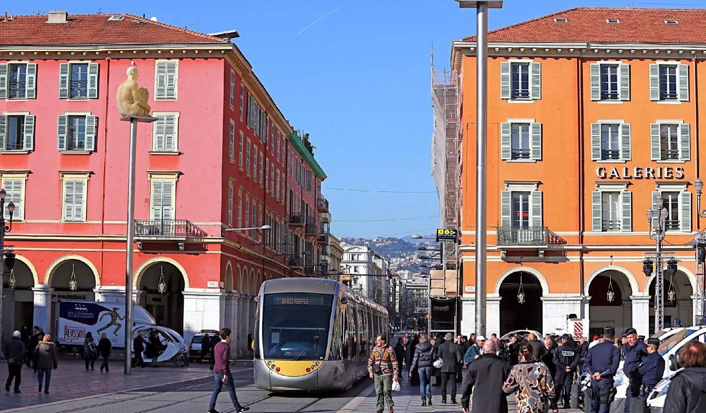 Place Masséna,  la vie en... multicolore - 28500079.jpg