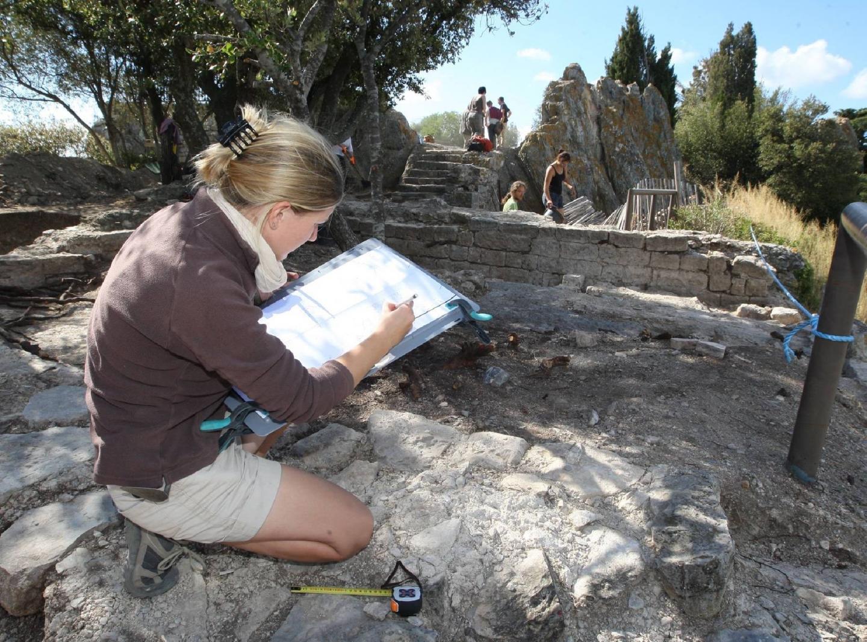 L'équipe de fouilles qui a travaillé sur le chantier du 31 août au 25 septembre était composée autour de David Ollivier, de Carine Deal, archéologue du site d'Olbia, d'étudiants et de bénévoles.