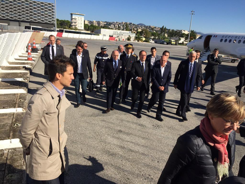 François Hollande et Bernard Cazeneuve sont arrivés à l'aéroport de Nice.
