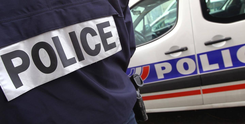Illustration policier de dos et voiture