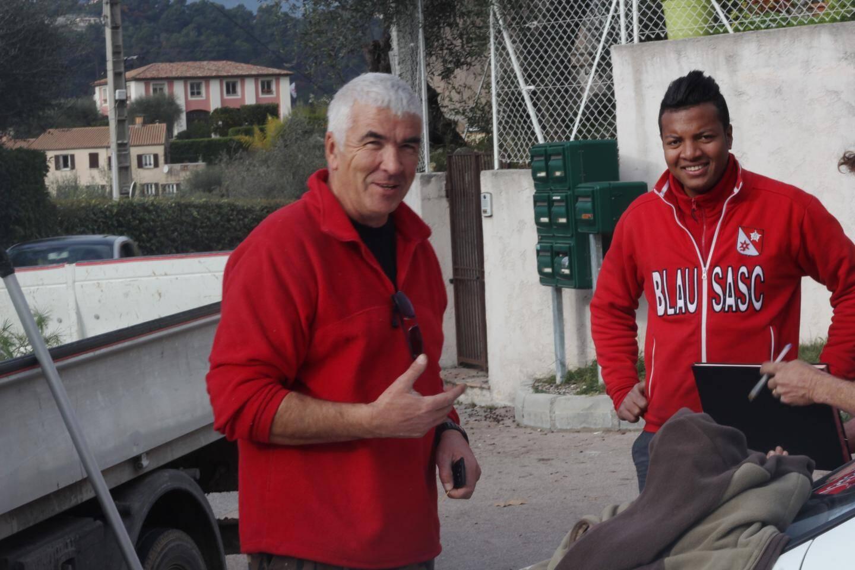 A gauche, Michel Lottier, maire du village. A droite, Seb et Rachid ont tous deux voté Front national au premier tour.