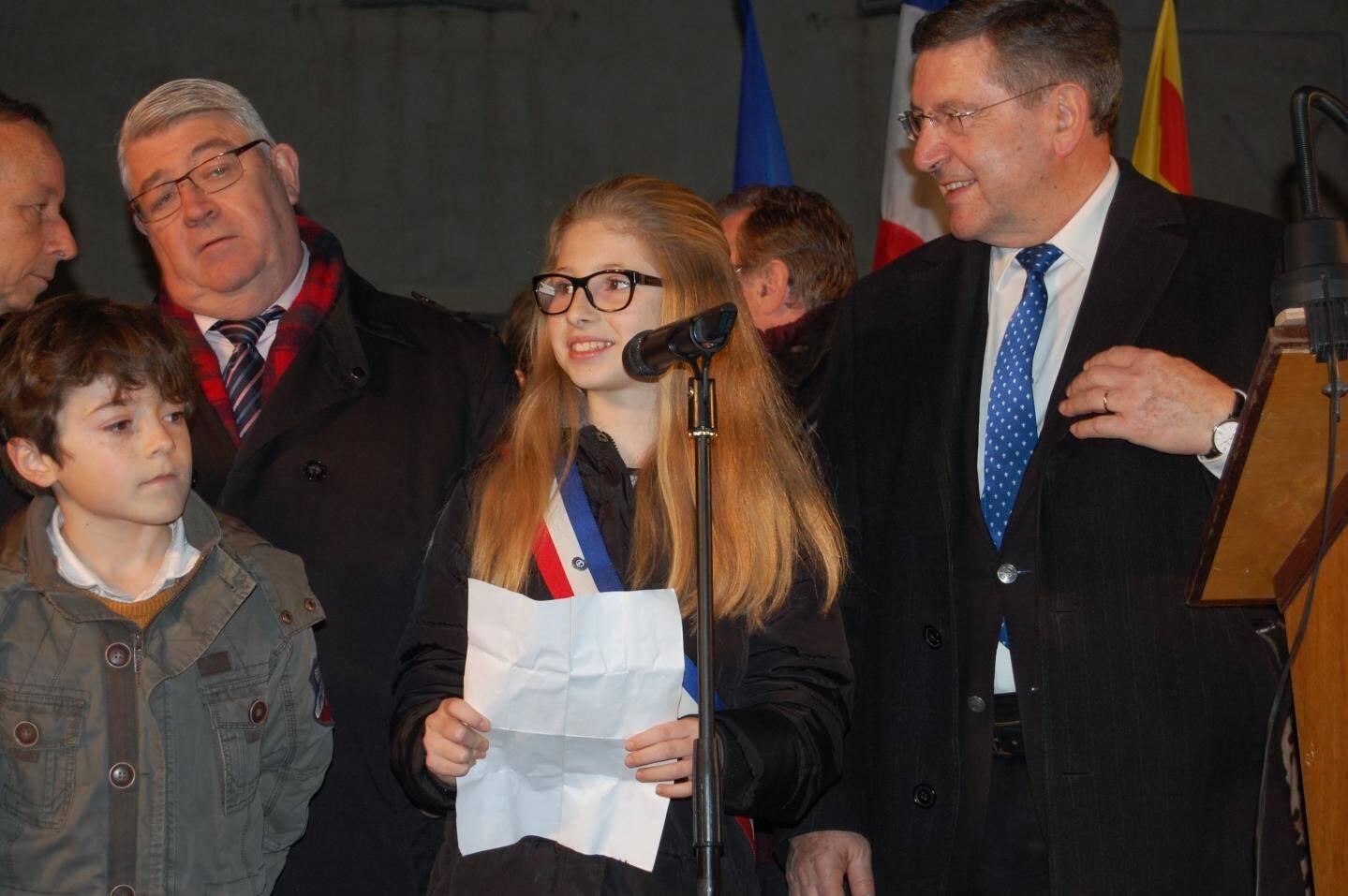 Karla Pain, maire du conseil municipal des jeunes, a aussi présenté ses vœux, s'engageant pour 2016 : « Nous serons toujours à l'écoute des jeunes Ollioulais ».