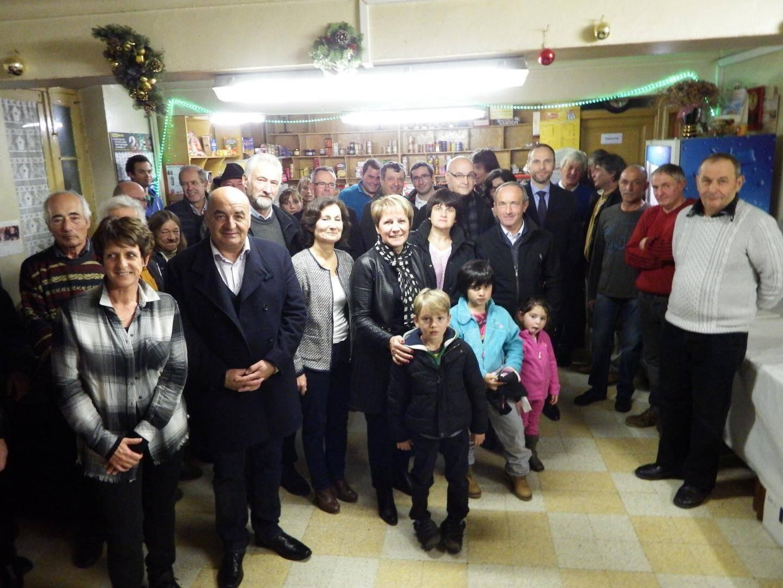 Au Bourguet, en présence de Frédéric Viot, conseiller du cabinet du président du conseil départemental, le maire de Saint-Etienne, Colette Fabron, a présenté ses vœux aux habitants des hameaux. Des vœux particulièrement attristés en raison du récent décès d'Alain Ferreri très connu et apprécié dans la vallée.