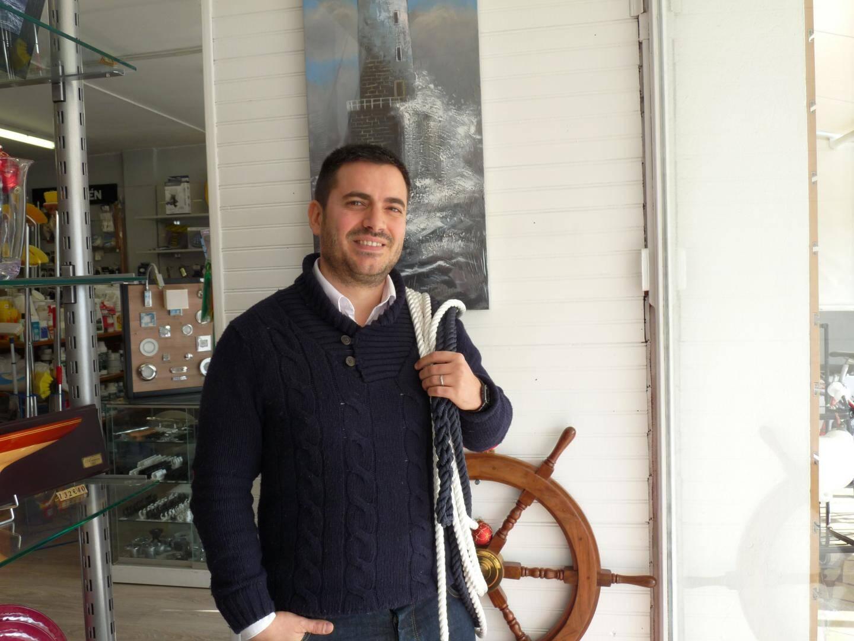 Après dix ans passés à Paris, Emmanuel Versace revient à la source pour mener un projet ambitieux et passionné autour du nautisme.