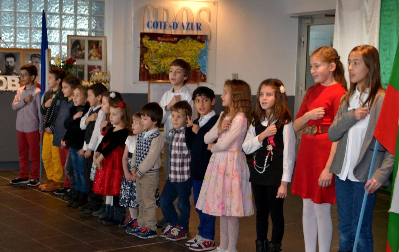 Les hymnes bulgare et français ont été entonnés avec émotion et ferveur par les jeunes élèves.