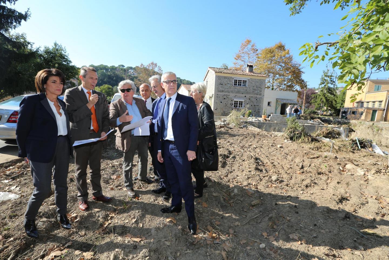 Octobre 2015, une commission sénatoriale, au bord de la Brague pour constater les dégâts sur les constructions.