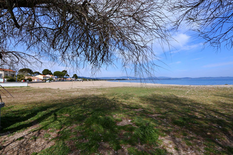 C'est ici à l'Ayguade, que la ville souhaite créer quatre nouvelles concessions de plage. Elles seraient implantées entre le port et la place Saint-Louis.(Reportage photos Valérie Le Parc)