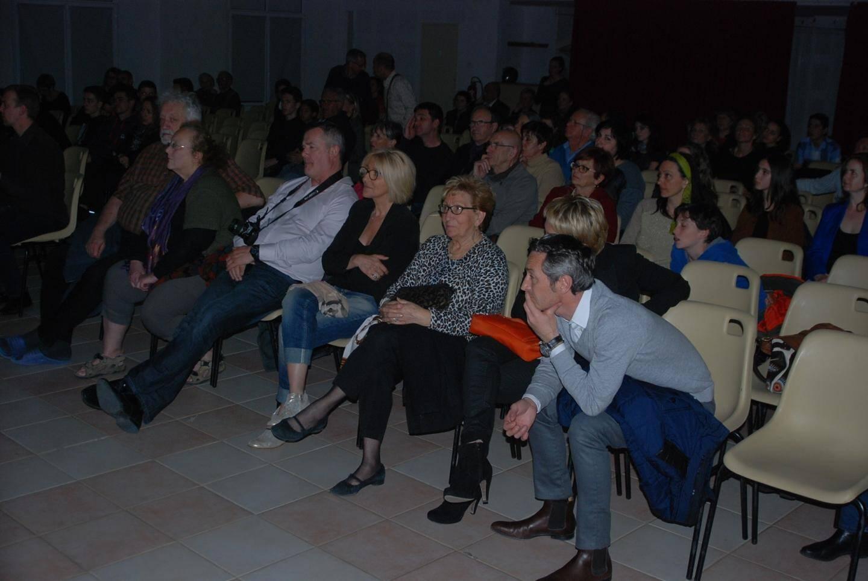 Un public littéralement sous le charme des musiciens.