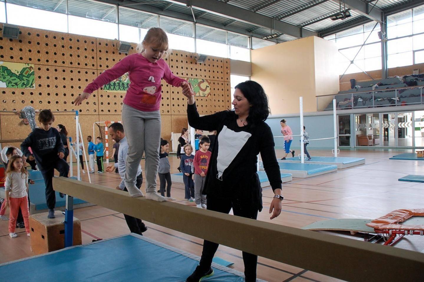 À la poutre, discipline réservée aux filles, il est surtout question d'équilibre et de souplesse.
