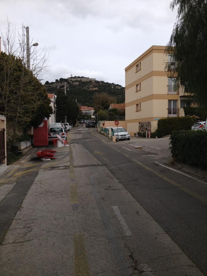 Sur la partie sud du chemin, un trottoir et des chicanes seront aménagés, et plusieurs zones de stationnement seront implantées.