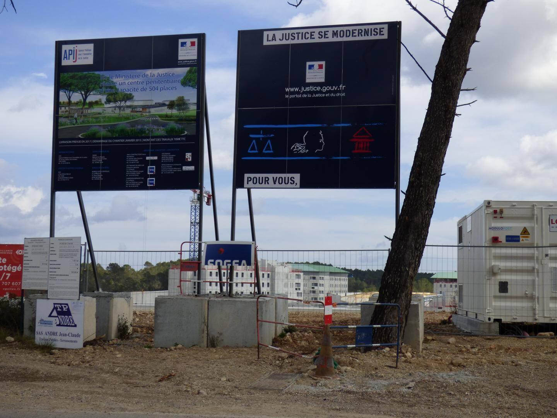 Après le terrassement du site en janvier 2015, les engins mécaniques se sont activés.