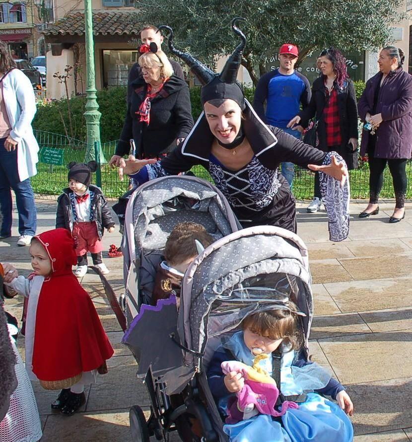 Les pitchouns des assistantes maternelles indépendantes de l'association Matern'land - certains accompagnés de leurs parents - ont fait carnaval, hier en ville.