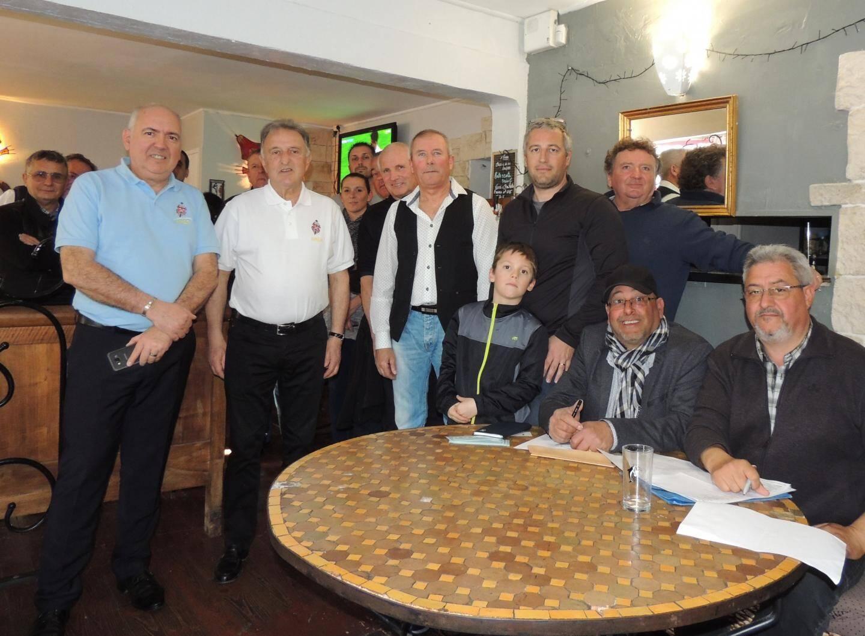Aux côtés de Jean-Michel Chezalviel et de Serge Fabre (1er et 2e à gauche), les membres de l'AMSR se sont félicités du succès de cette première année de fonctionnement.