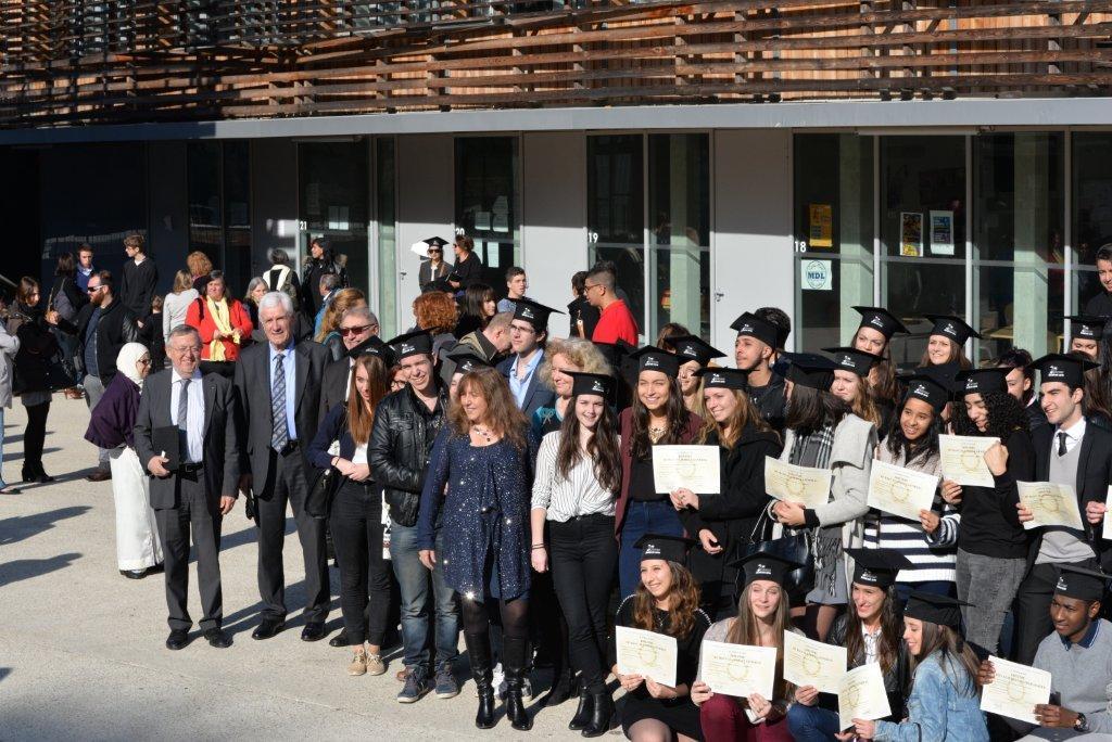 Le 30 janvier dernier, les premiers bacheliers du lycée René-Goscinny de Drap ont assisté à la remise des diplômes.