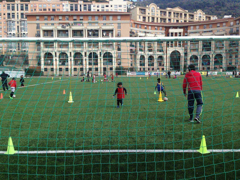 Le terrain synthétique du stade Bob Rémond du Cavigal football
