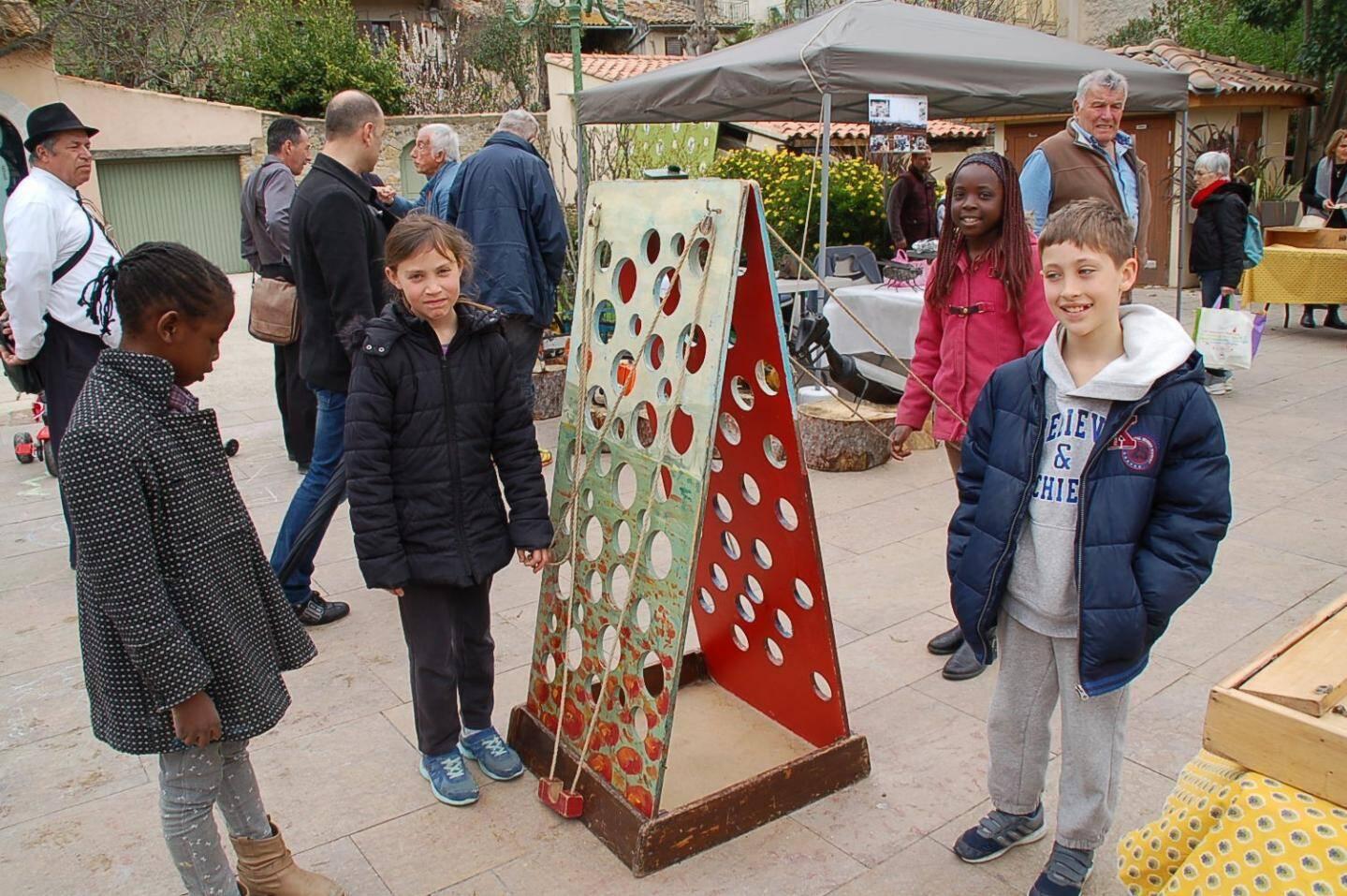 Les enfants ont largement profité des jeux en bois.