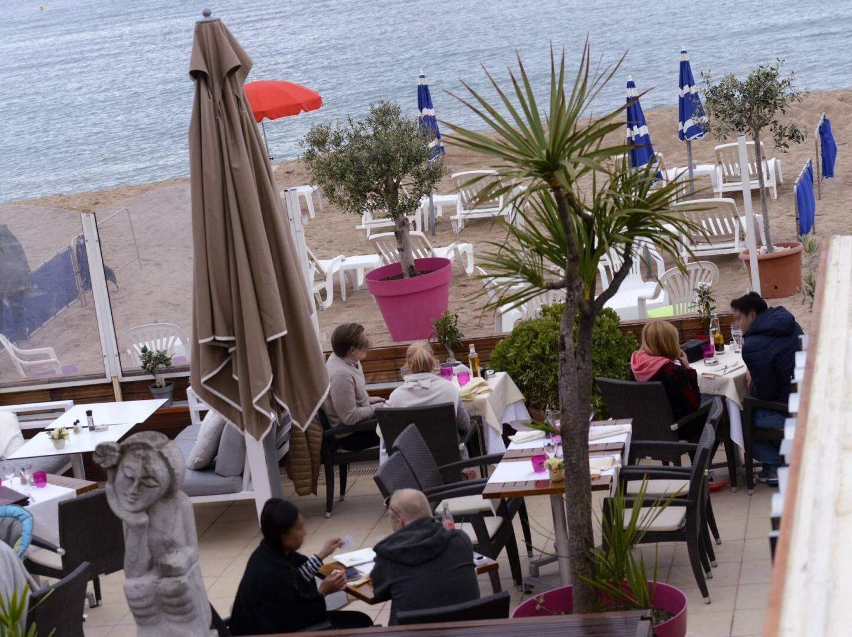 Parmi les 200 plages privées du département, les établissements de bord  de mer de Cagnes-sur-Mer sont aussi visés par le décret de 2006.(Ph. Éric Ottino)