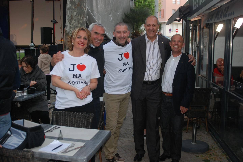 Le Père Ludovic Lecuru (2e à gauche) en compagnie de quelques collaborateurs peut être heureux devant le succès de cette semaine sainte.