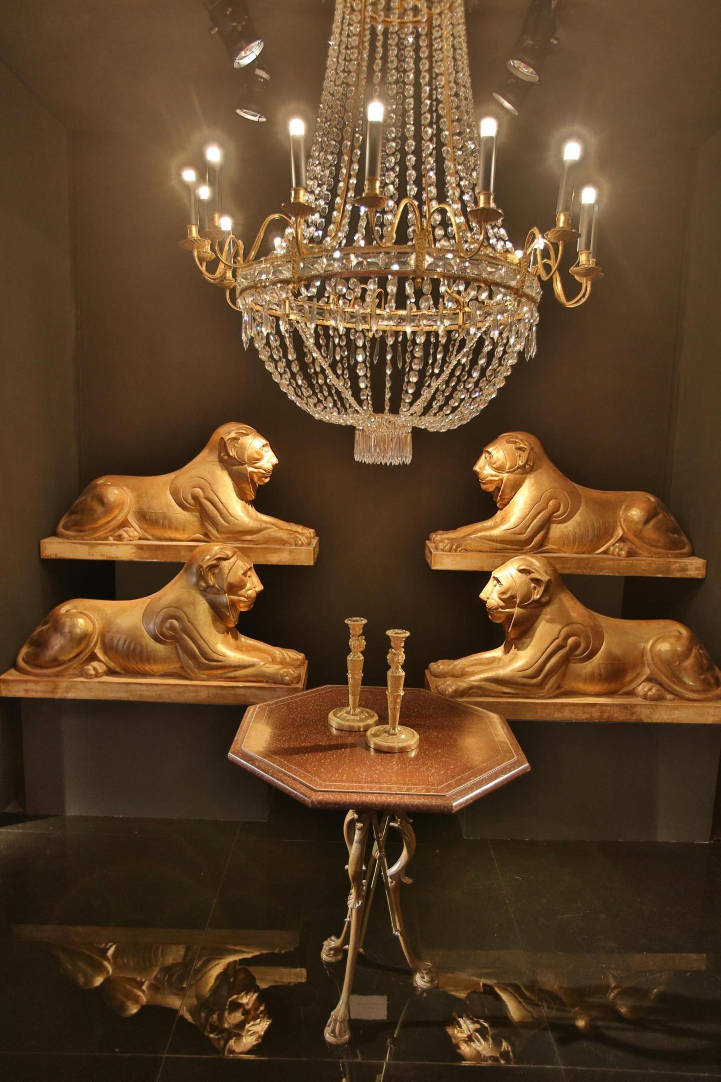 Lions en bois sculpté et doré d'après un dessin de Thomas Hope.
