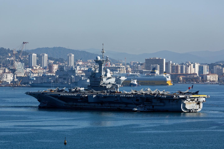 La présence du Charles-de-Gaulle et de six sous-marins nucléaires d'attaque impose un Plan Particulier d'Intervention (PPI) sur Toulon, La Seyne et Saint-Mandrier.