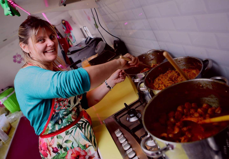 À l'instar de cet enfant qui a la frite, près de 1 500 visiteurs ont profité de la diversité de la cuisine proposée par une quinzaine de food truck, hier au château de Berne, à Lorgues.