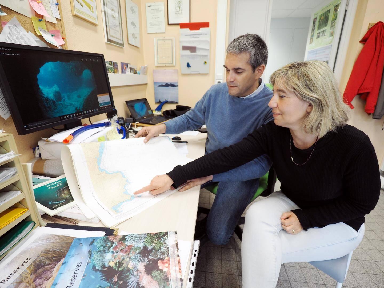 Dans le bureau de Paolo Guidetti, directeur de la recherche du laboratoire ECOMERS de l'Université de Nice et Simona Bussotti, chercheur associée.